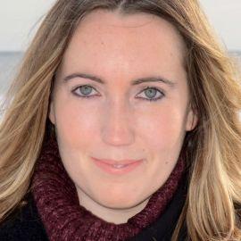 Caroline Kepnes Headshot