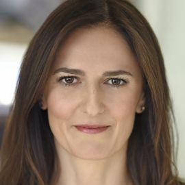 Caroline Webb Headshot