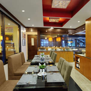 Quality Inn & Suites River Country Resort  Manali restaurat Quality Inn Suites River Country Resort Manali 2